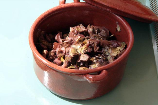 Artichokes in wine sauce artichauts