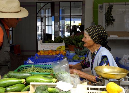 Porto Covo mercado vieille dame