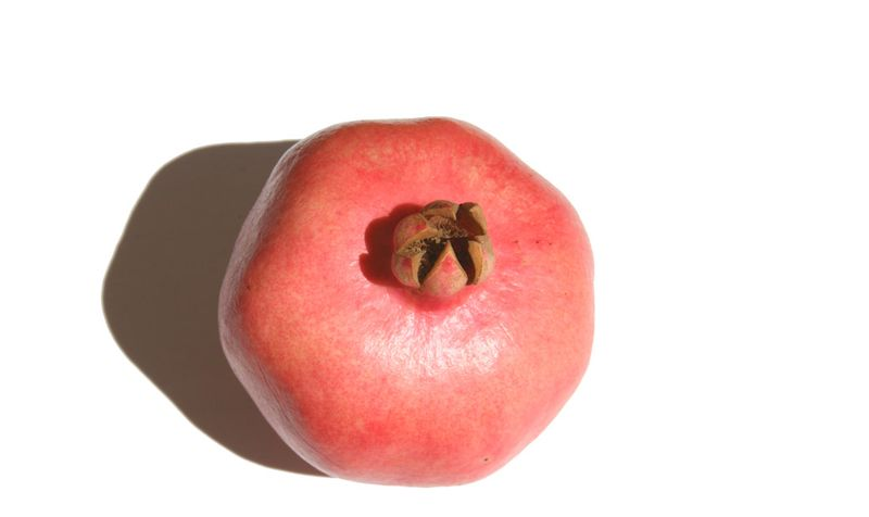How to cut a pomegranate 1