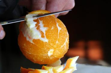 Peel_orange_peler_laranja