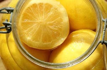 Lemon_in_salt_citron_en_saumure