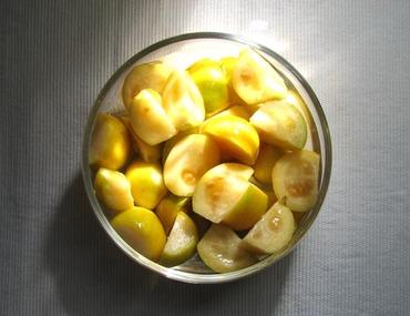 Psidium_cattleyanum_goyave_fraise_jaune_