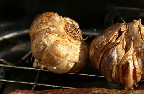Smoked_garlic_ail_fum
