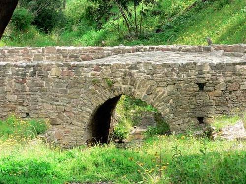 Roman_bridge_pont_romain_ponte_santiogo_