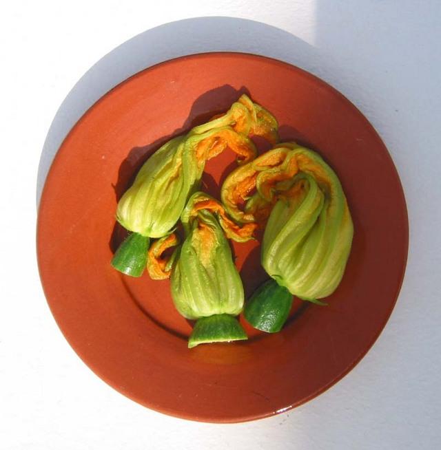 Fleurs de courgette au foie gras la cuisine du jardin - Fleurs de courgettes au four ...