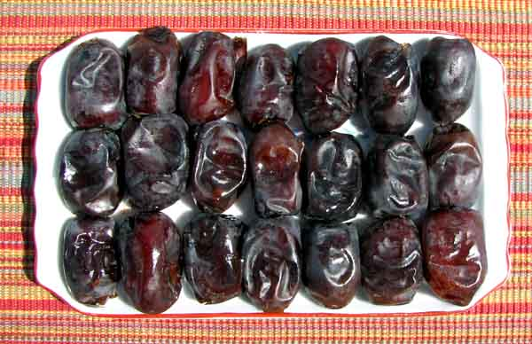 fruits en image - Page 2 Mazafati_dates_from_bam