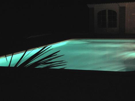 Lof_piscine_la_nuit_swimming_poll_at_nig